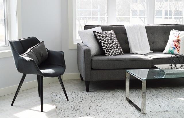 ソファーと椅子